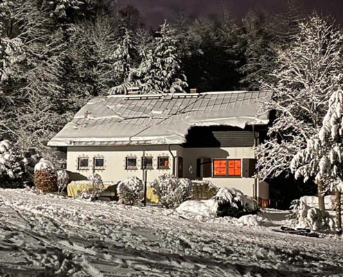 Skipiste & Skihütte im Winter – SCR Skiclub Rhön